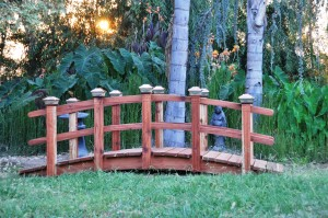 Garden Bridges - What to Consider  Garden Bridges, What to consider when shopping for a garden bridges
